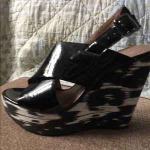 Sz 8 black patent platform sandals